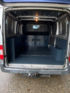 kleinbus-ford-hinten